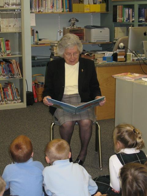 David Thesee Korson reads to children